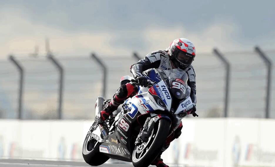 Mackenzie steps up to Superbike with Tyco BMW